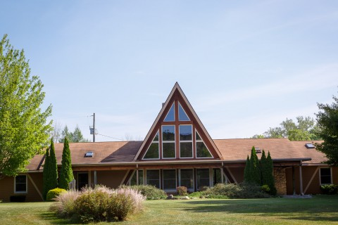 Front view of Lakeview Lodge at Camp Friedenswald